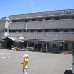広い駐車場(外観)